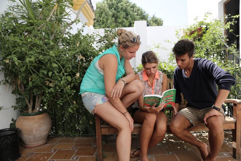 Spaanse taal en cultuur beleven bij onze partner Academia Atlántika de Español in Conil de la Frontera!